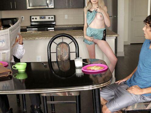 Блондинка изменяет спящему мужу с его другом