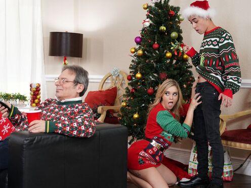 На Рождество парню достался секс с сестрой и мамой