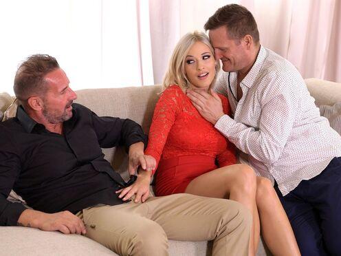 Жена привела домой любовника и попробовала секс с двойным проникновением