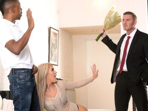 Блондинка предложила мужу секс втроем и позвала негра