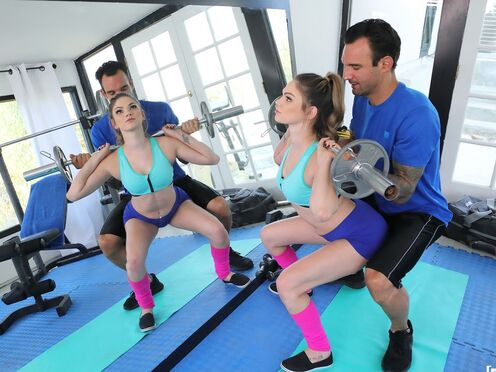 Тренер трахнул молодую девку в киску большим членом в спортзале