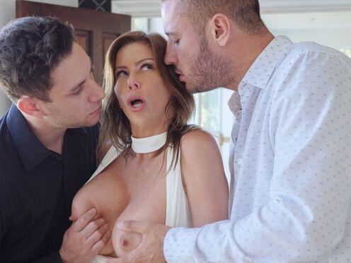 Муж привел в дом любовника и устроил грудастой жене секс втроем