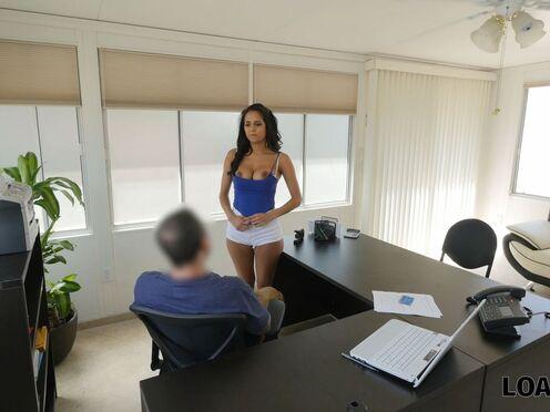 Потрахалась с будущим боссом в письку, чтобы получить работу секретарши