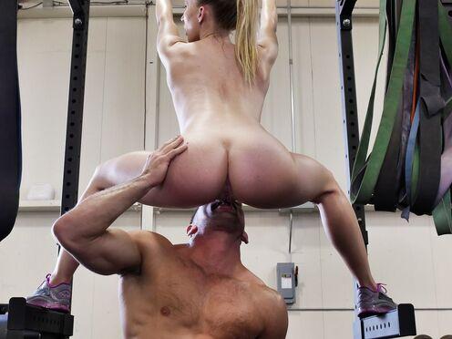 Неугомонные спортсмены успевают вместе потрахаться в спортзале в разных позах