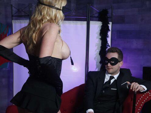 Милфа потрахалась с молодым актером на кастинге в пизду